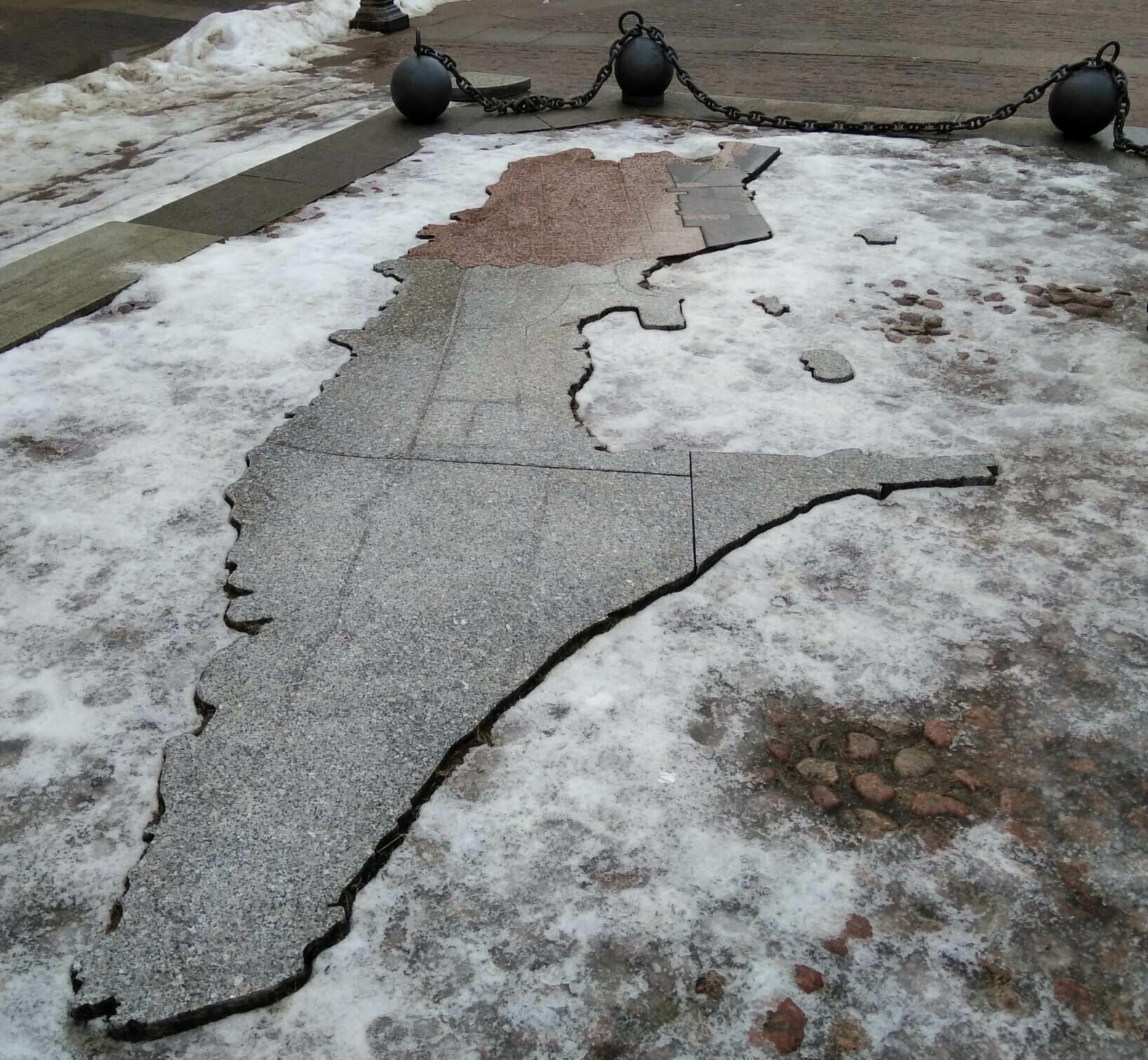 карта Кронштадта выложенная плиткой