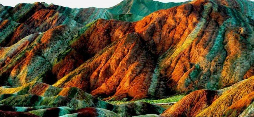 Цветные скалы Национального геопарка Чжанъе Данься