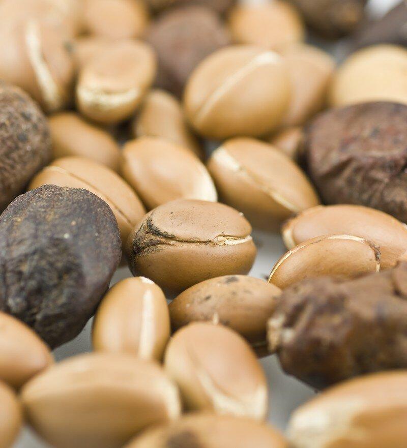 сухие плоды и очищенные орешки