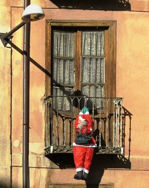 Санта на балконе