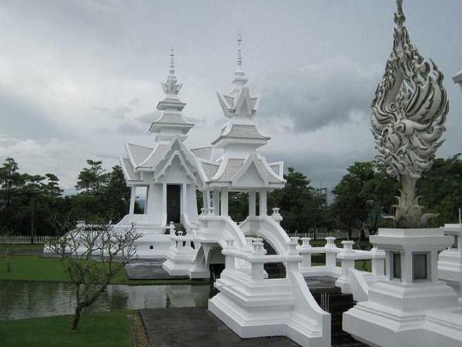 строящаяся часть храма