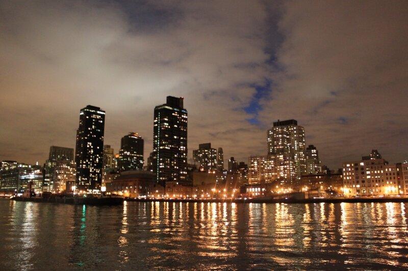 Вид на Восточный Манхэттен с Рузьвельт Айленда