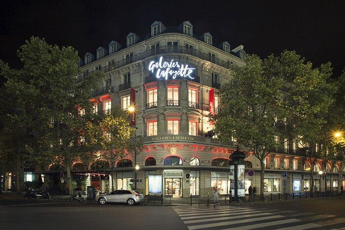 Галерея Лафайет катает по Парижу