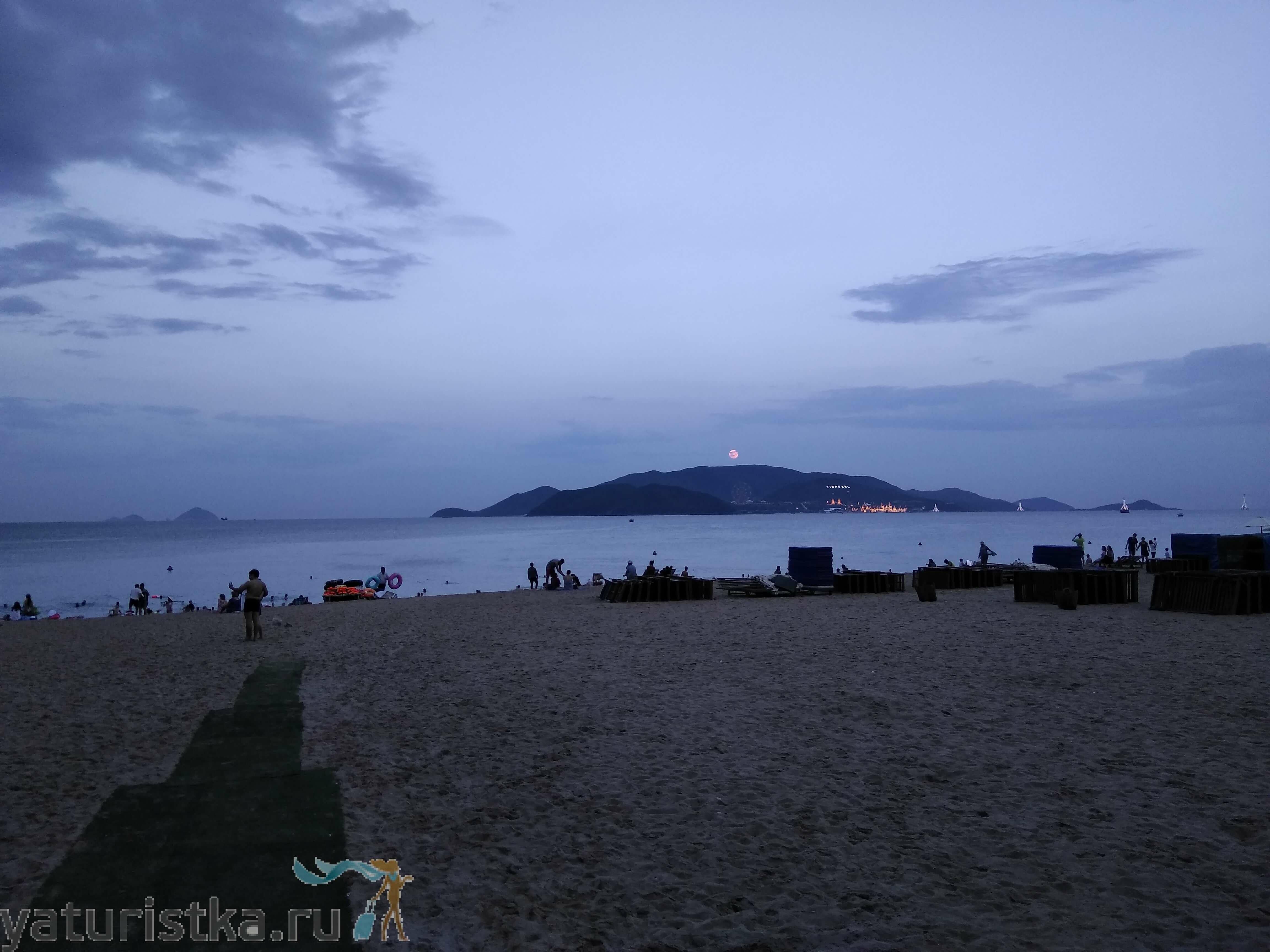 Вечерний пляж в Нячанге